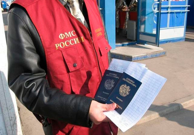 Сотрудник миграционной службы