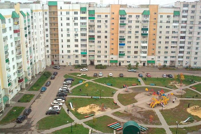 Площадка возле домов